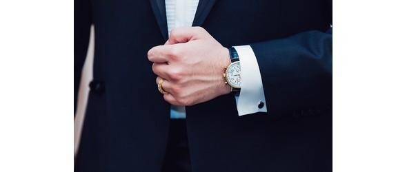 Anzug und Manschettenknoepfe